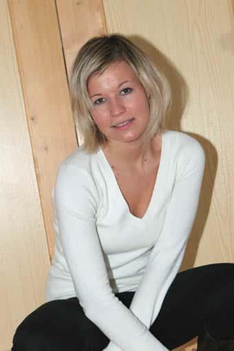 jolie blonde soumise célibataire